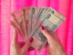 Деньги в руках фото